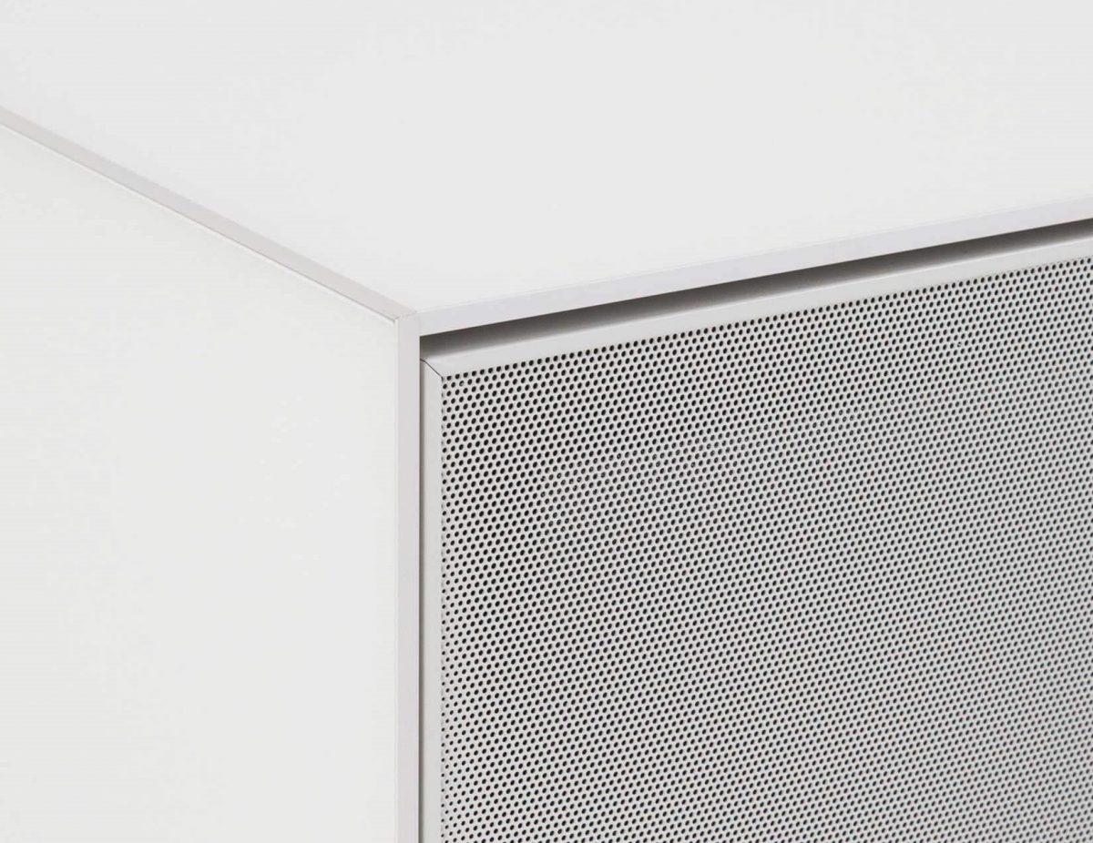 Низкая Тумба для ТВ и саундбара в стекле и перфорированном метале шириной 130 см